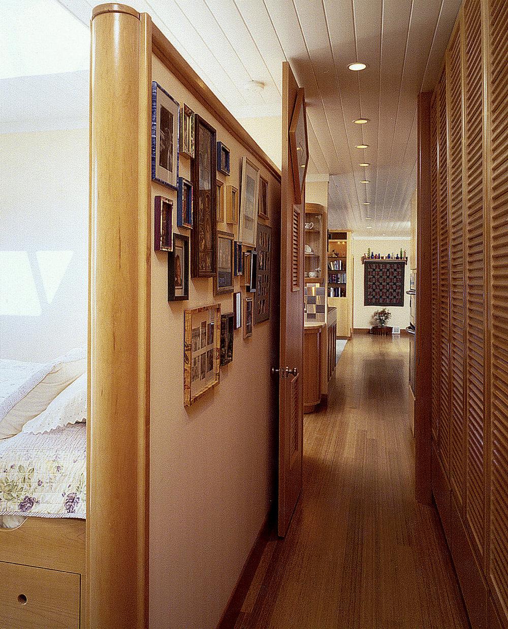 9Bedroom.jpg
