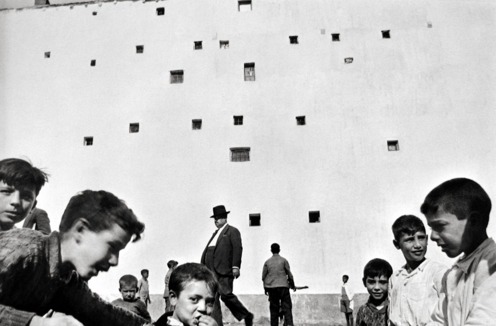 henri cartier-bresson,  madrid , 1933. ©Henri Cartier-Bresson/Magnum Photo.  Courtesy Peter Fetterman Gallery.