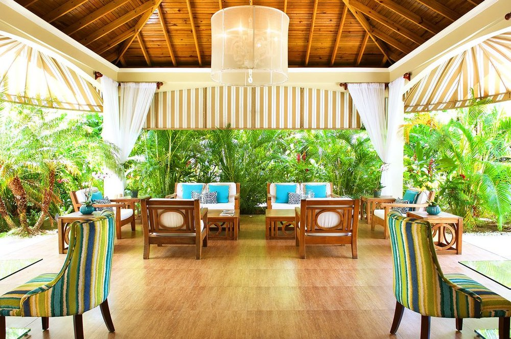 Hotel-Garden_Seating.jpg