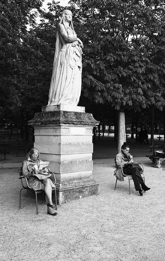 Reading under the statue.jpg