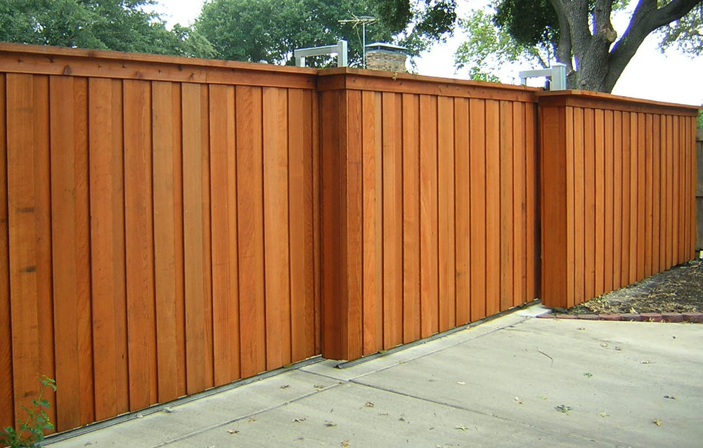 Mesmerizing-Wood-Fence-Designs-Painted-in-Brown-and-Look-Suitable-with-Concrete-Carpot.jpg