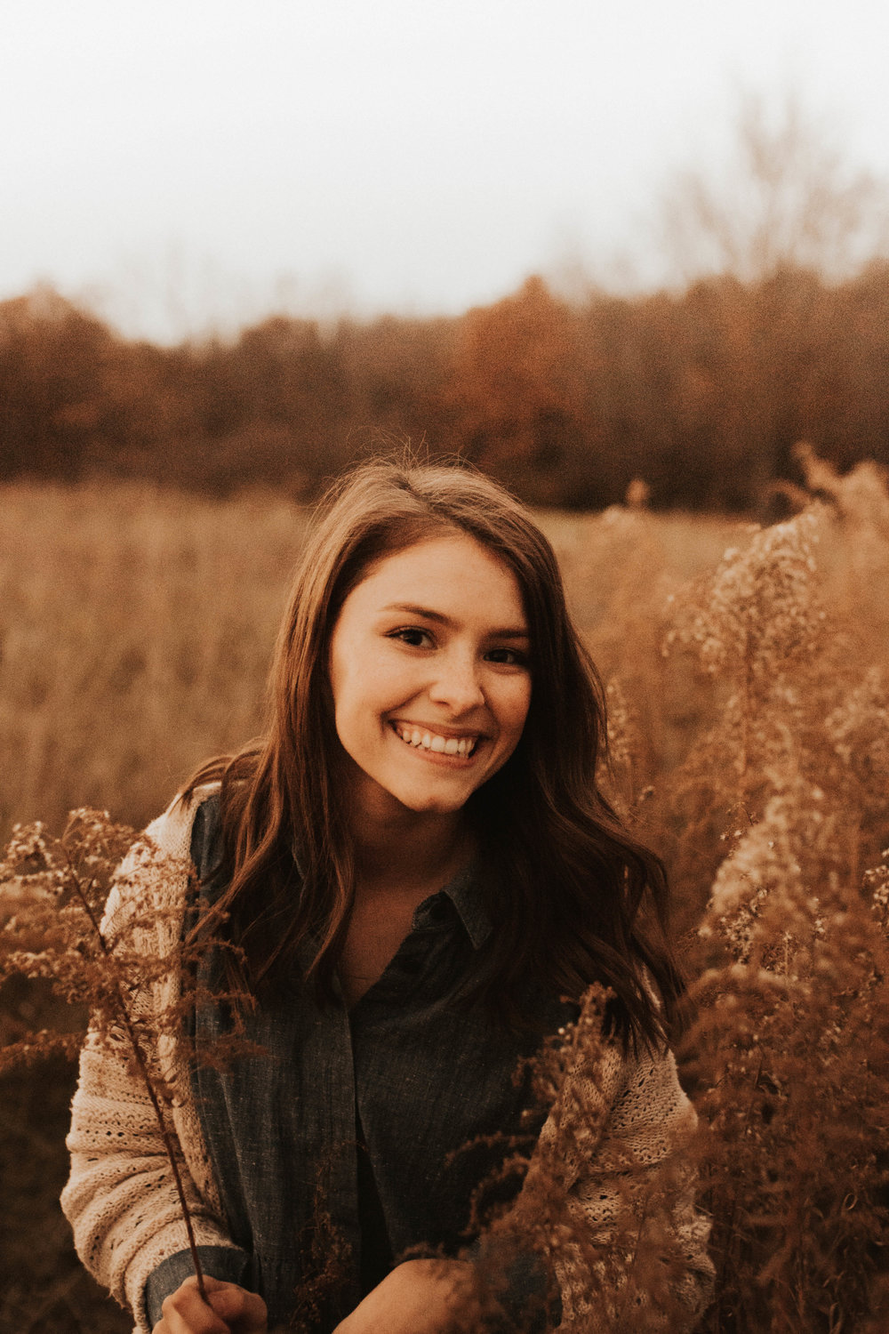 """Hi! I'm Kaylee. - A photographer based in Missouri. I'm a lover of cereal, sweet tea (how midwest of me), and binge watching Youtube videos about organizing. A while back I chose the name """"Creativekaylee"""" as my Webkinz username and have used it for everything since, and it's just kind of stuck. So let me introduce myself again… Hi! I'm Creative Kaylee, an art fanatic who is always creating. From shooting weddings to senior portraits to designing branding for different businesses, I love what I have the privilege to do as my job and I'm so honored to welcome you to my little corner of the internet."""