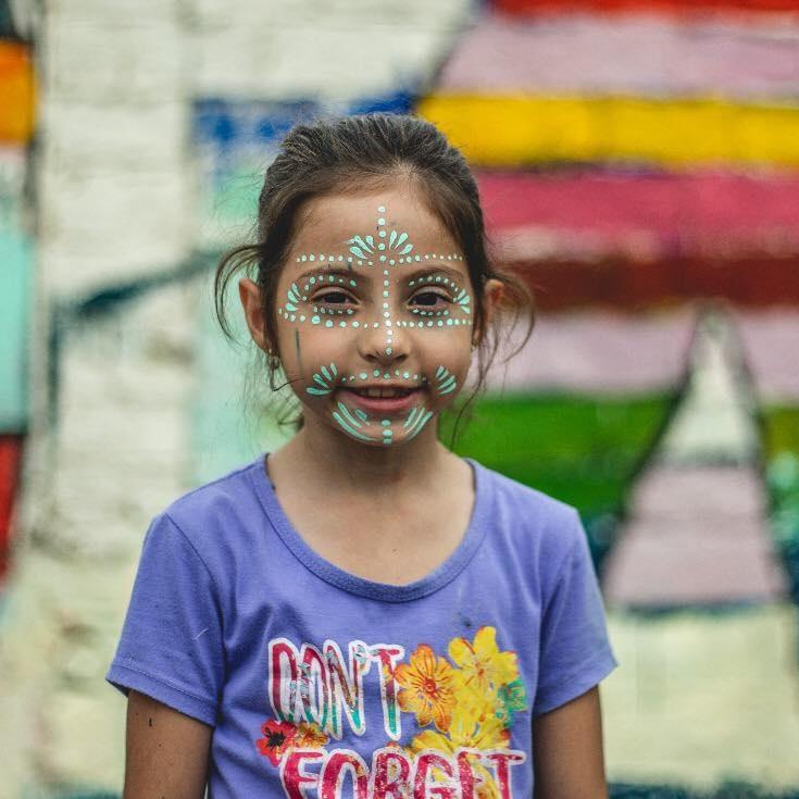 PORTOVIEJO - Artistas, productores, vecinos, autoridades y gestores suman fuerzas para entregar más de 20 murales a gran escala para la comunidad y ayudar a embellecer uno de los barrio más emblemáticos de la capital manabita.