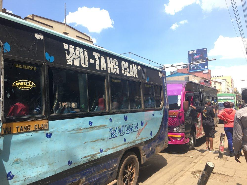 WU-TANG CLANが綴られたバス。Dope過ぎ。