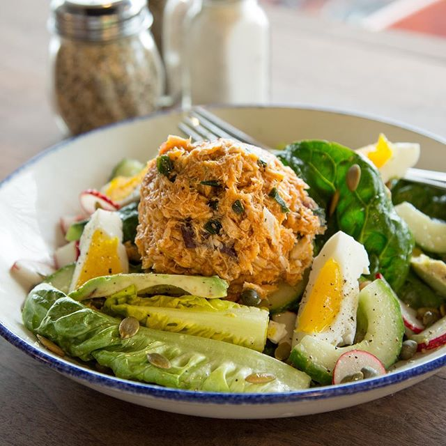 A spicy Tuna and Avocado Salad is the perfect way to fuel up before starting your week tomorrow. We're open 'til 9 for dinner every night. Come hang! 📸: @angiemosier