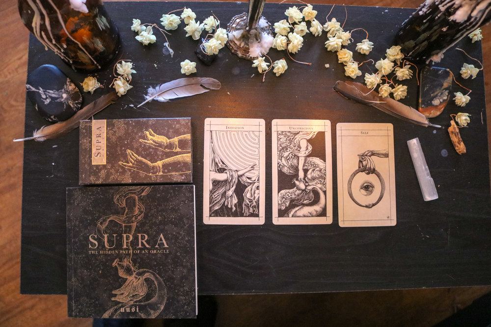 This oracle deck by uusi is new to me, & I'm smitten. Look at the ART. ♥♥ Thanks to Zina Bennion @sego.strega, a tarot teacher/witch I admire the hell out of, for the recommendation!