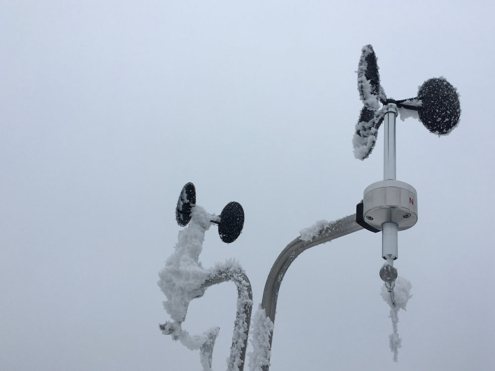Heated anemometer and unheated anemometer icing