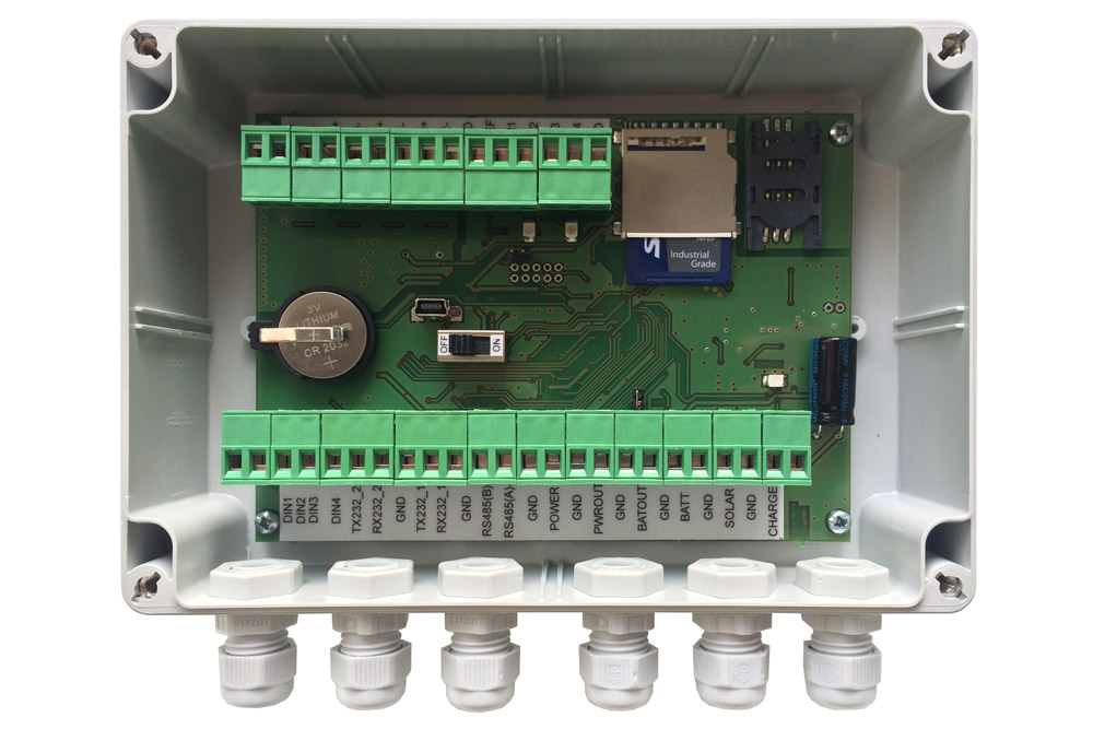 EasyLogGSM 8 meteorological data logger BARANI DESIGN.jpg