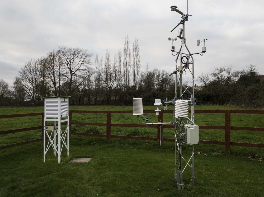 AWOS with MeteoShield Pro and Stevenson Screen