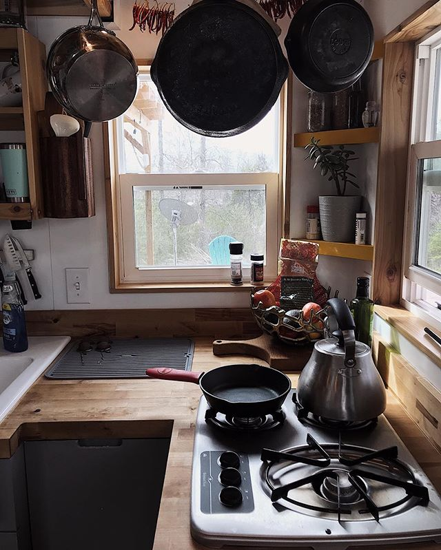One of our favorite tiny kitchens is now our new neighbor. 👋🏼 Cheers to good friends and just enough space to make good food. 🍳 ••• #roadtrip #roadtrippin #wanderlust #fulltimetravel #exploremore #neverstopexploring #ohtheplacesyoullgo #letsgoplaces #letsgosomewhere #tinyhome #tinyhouse #tinyhouseonwheels #tinyhouselife #tinyhousemovement #tinyspaces #skoolie #buslifeadventure #busconversion #motorhome #buslife #alifeofintention #slowliving #lifestylebloggers #vscocam #calledtobecreative #collectivelycreative #creativityfound #waketomake #happycamper #keepitsimple