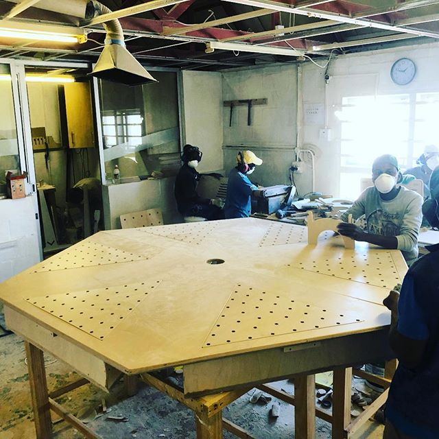 Custom designed #downdraft #extractiontable design to suck away all of dust and sanding problems 👌