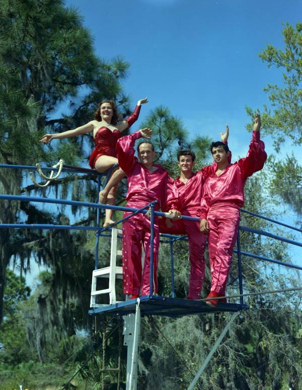 The_Flying_Wallendas_Sarasota,_Florida.jpg