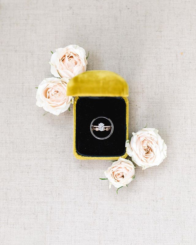 This ring box belonged to JT's grandmother and he proposed to Bri with it. A small detail with such a special meaning 💛