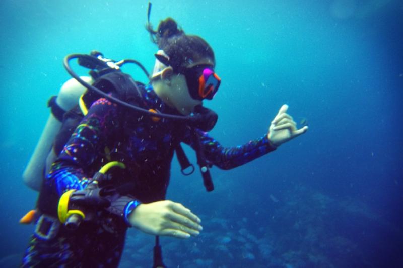 急救及第一反应救援潜水员(RESCUE DIVER) - 时间: 3天完成4-6次开放水域潜水及水面教学及EFR紧急第一反应员的首要和次要救护训练。