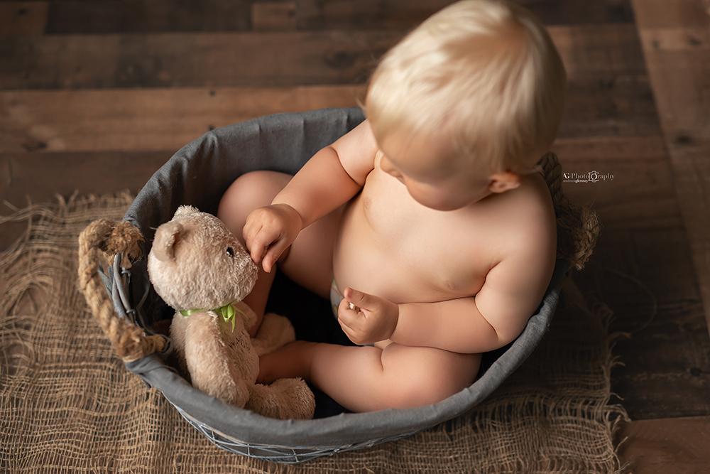 baby-pictures-milestones-photoshoot-best-photography-bergen-county.jpg