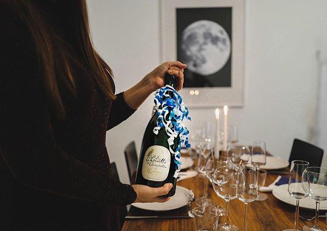 Itsenäisyyspäivän juhiin suomalais-ranskalaista pöllösamppanjaa, satavuotiaan Suomen kunniaksi juhlavasti magnum-koossa. 🇫🇮🍾 Upeaa itsenäisyyspäivää! #pöllösamppanja #champagnechouette #chouette #champagne #suomi100