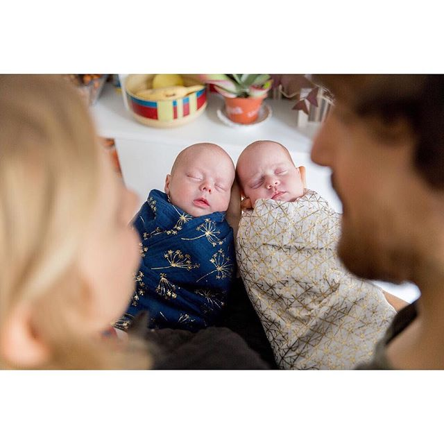 La joie de ramener son bébé à la maison... x2 ✨ The joy of bringing baby home, multiplied by 2 💞 . #seancephotofamille  #photographenouveaune #seancephotonouveaune #cartecadeau #parisphotographer #photosessionparis #instaphoto #photooftheday #potd #parisphotography #photographeparis #inesaramburo #sessionphoto #parisphoto  #paris #todaysbeauty #seancephoto #seancephotoparis #parisportrait #familyphotographer #photographefamille