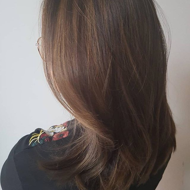 #Repost @brexpatinparis ・・・Lush hair - how beautiful is she? #brexitinparis  Thank you, @issey.hair.book for this great job! 🤩 #style #paris🗼 #balayage #hairstyle #hairstylist #haircut #hairtransformation #englishhairsalon #parishair #parisstyle #expat #expatlife #expatriatesmagazine #expatriate #expatwoman #hairstyles #hair #haircolour #hairart #hairdresser #expatliving #parispulse #olaplex #nanokeratin #hairtreatment