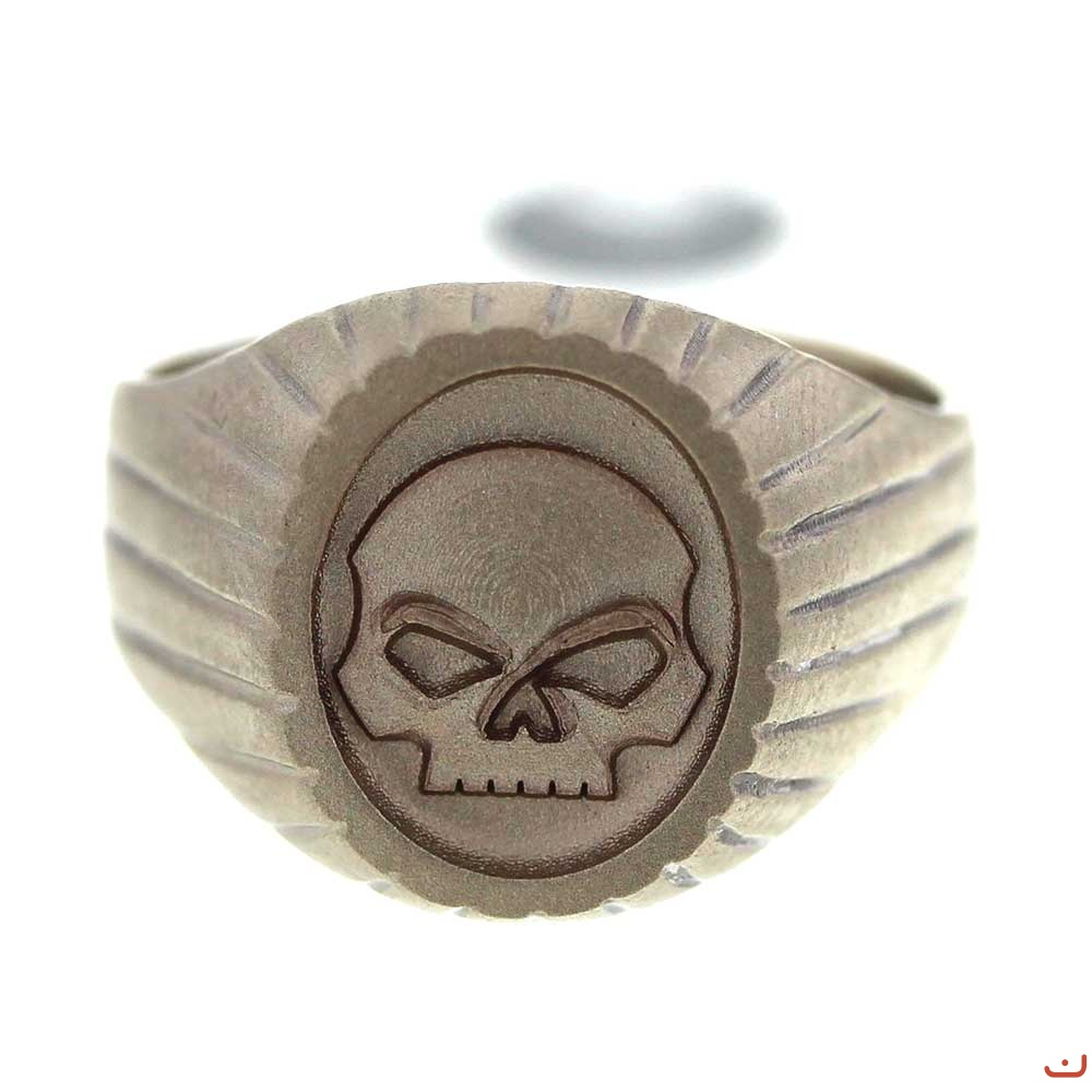 3d_skull_on_gold_signet_ring_1_20140917_2040904305.jpg