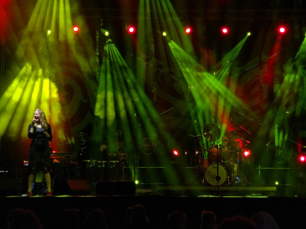 Common Bond on the stage of Singer's Warsaw Festival
