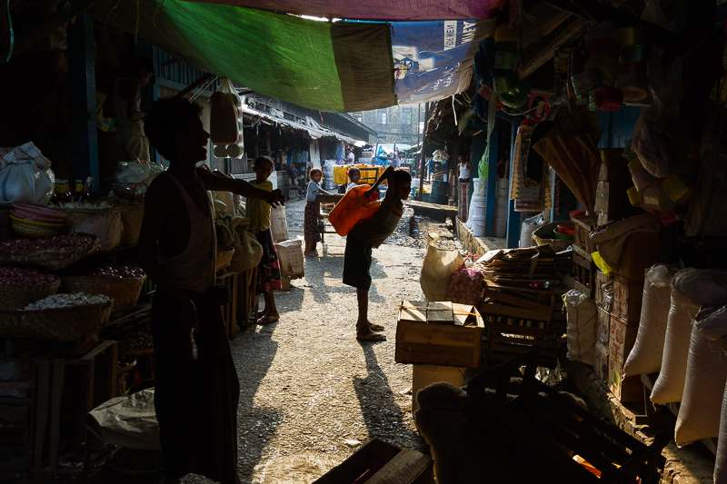myanmar_market_laugh-2880.jpg