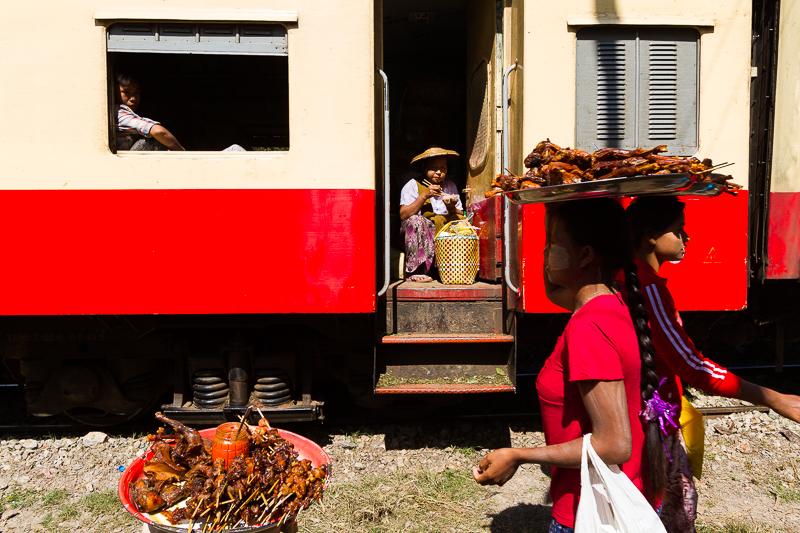 myanmar_train_stop-9235.jpg