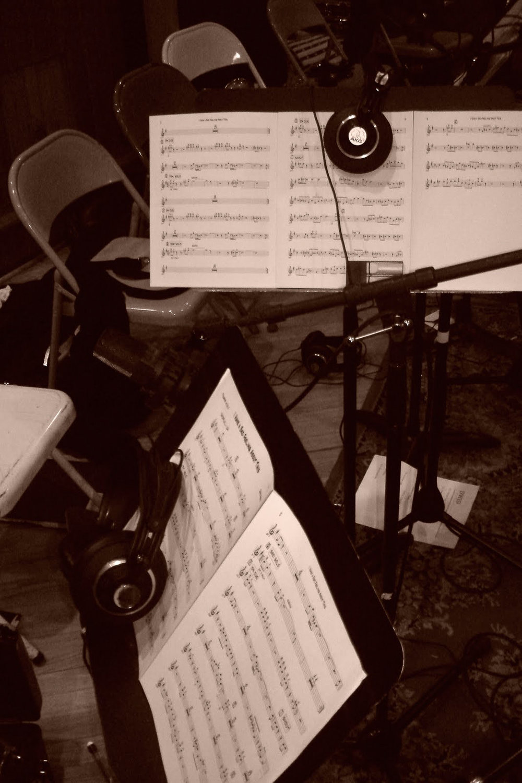 music-stands-headphones-microphones-gallery-page-hero-image-1-davidwhitejazz.com.JPG