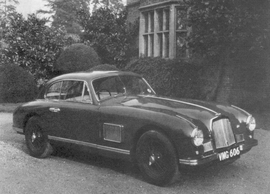 The Aston Martin LML/50/5 in May 1950 at its public launch in front of the old airport hotel at Hanworth Air Park, Feltham.  Source: Astonuts.free.fr