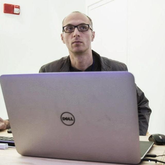 Liviu Pasare | Video design + Projectionist