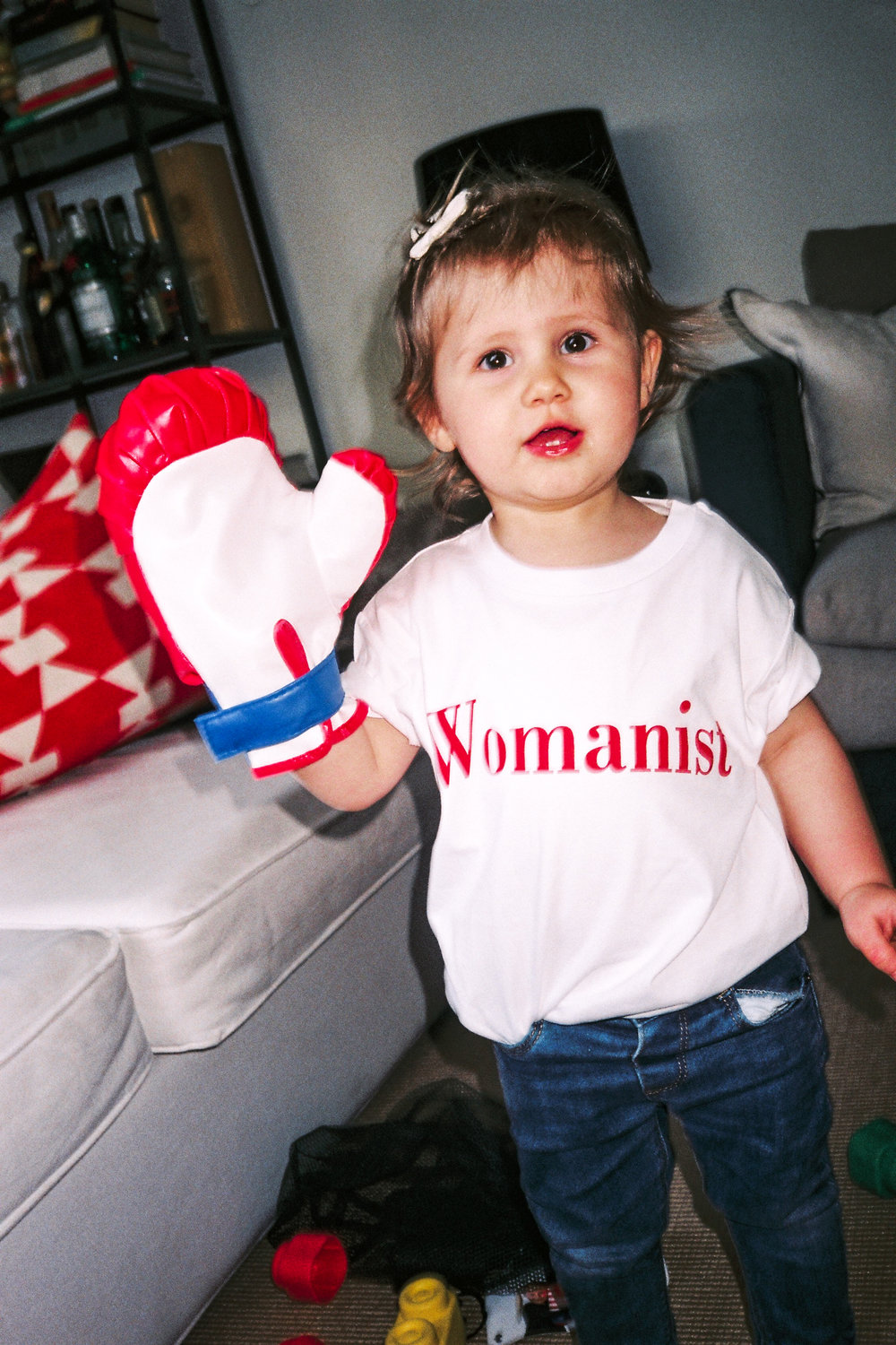 Téodora Rummo , 1 year 8 months is wearing the Womanist Tee Shirt in size 3 years.   At home,  Milano, 16th of May 2017.
