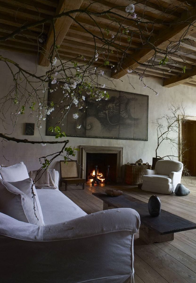 Can't you just imagine yourself at home in this gorgeous living room? I certainly can.