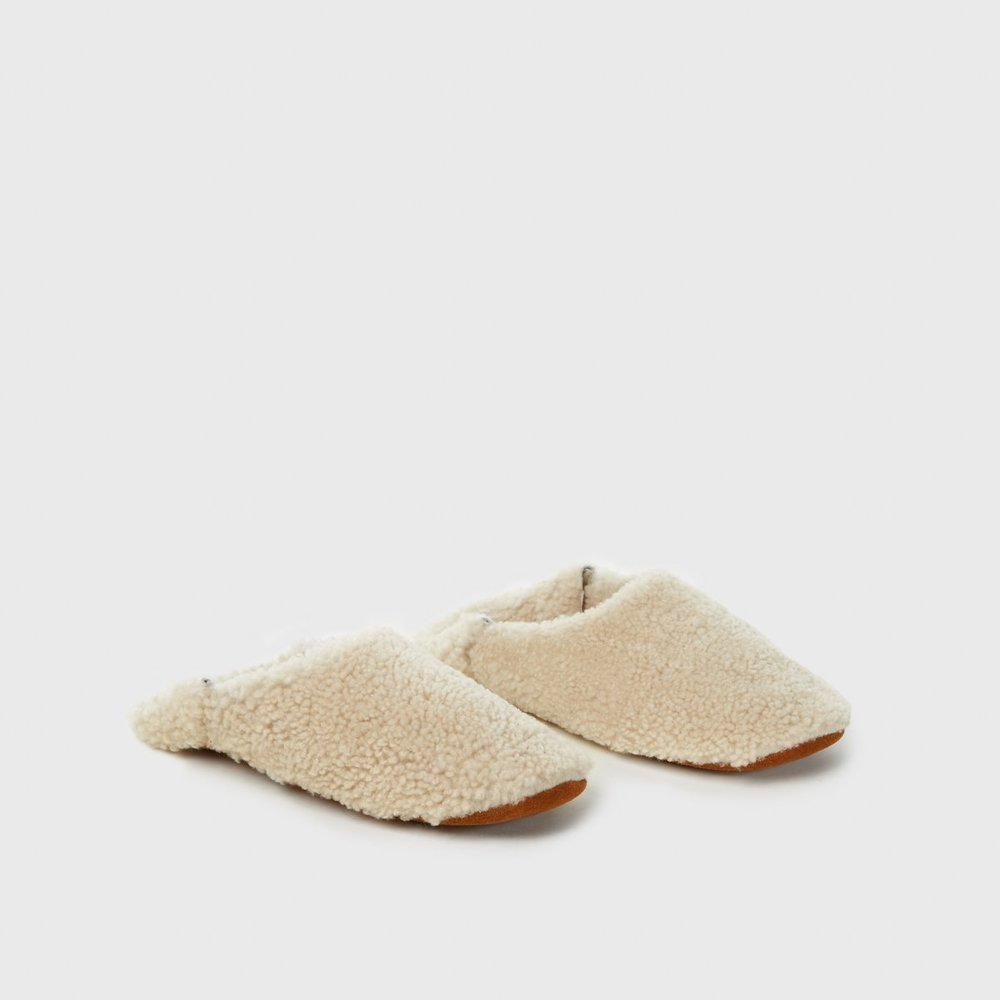 "6. JENNI KAYNE MOROCCAN SLIPPER - How cozy are these Shearling Morroncan Slippers by Jenni Kayne? Perfect for a winter night in by the fire. Poppy thinks they're ""funny"".—$250"
