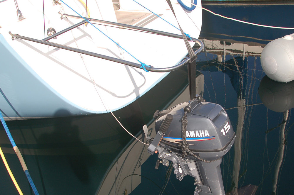 Lowering the outboard motor to the dinghy