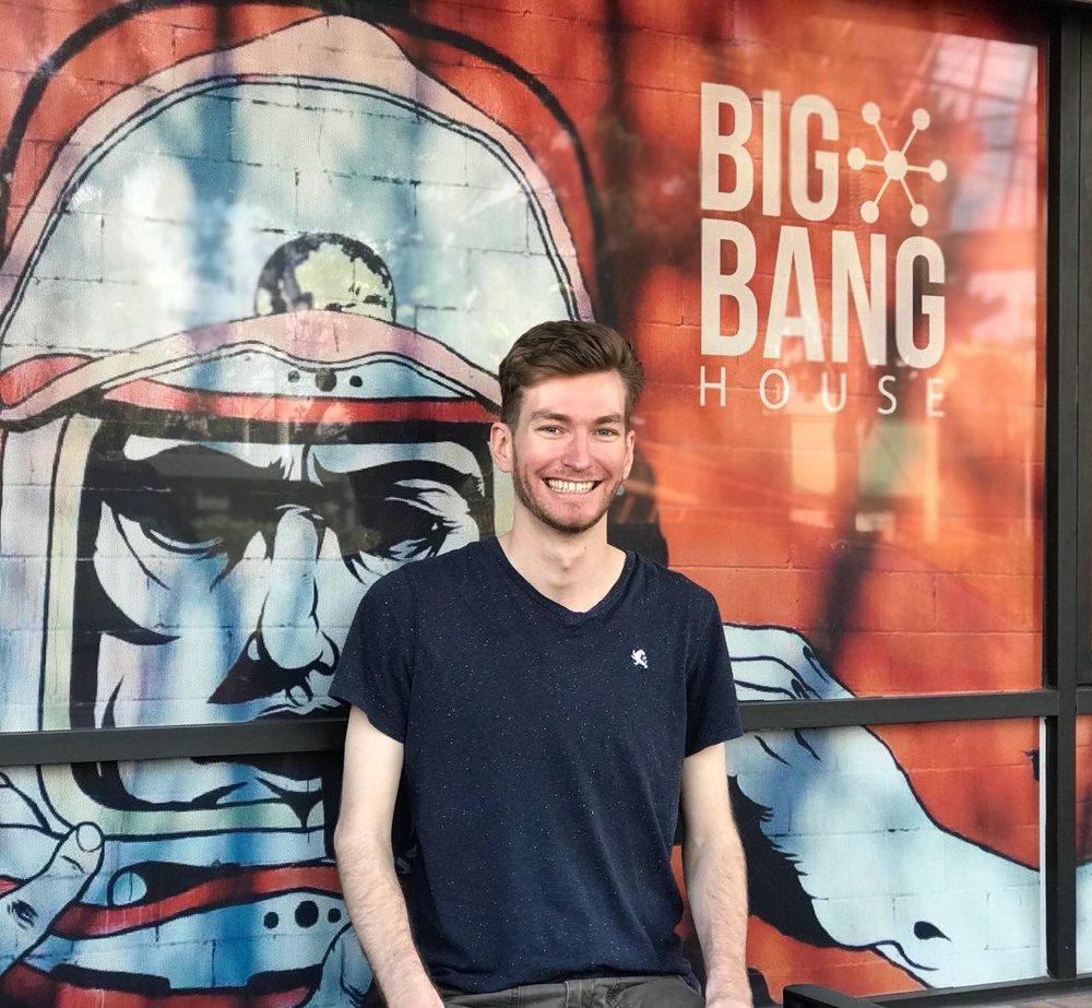 Elliott Killian, 26 años,Analytical Problem Solver. Follow on Twitter: @Elliott_Killian