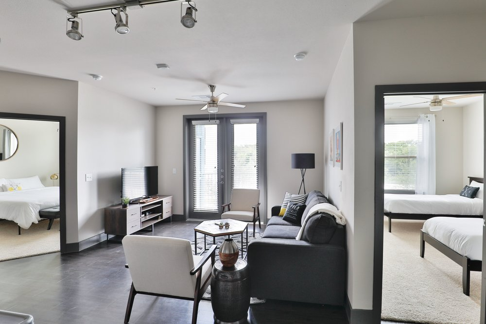 Locale East Austin - Spacious Living Area
