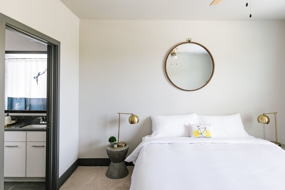 Locale East Austin - Stylish King Bed and Master Bath