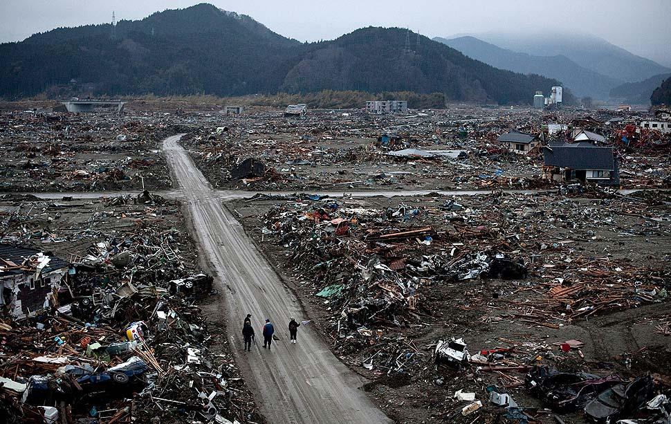 japanese tsunami.jpg