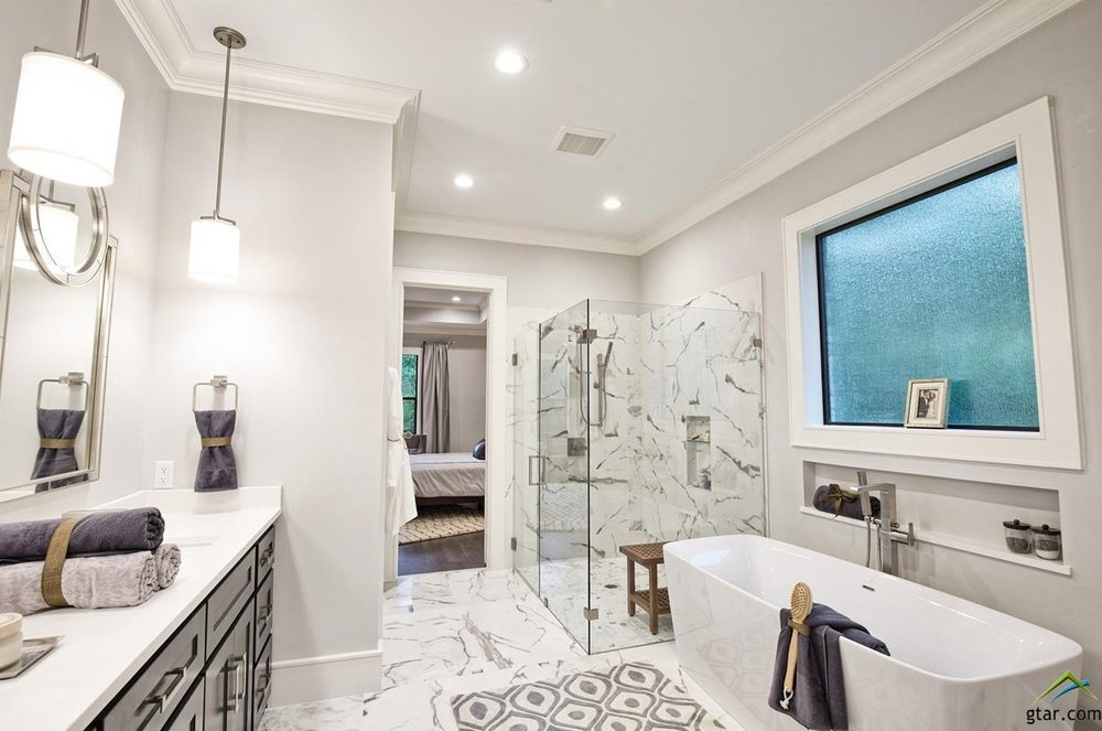 Lowden Parade Master Bathroom 2.jpg