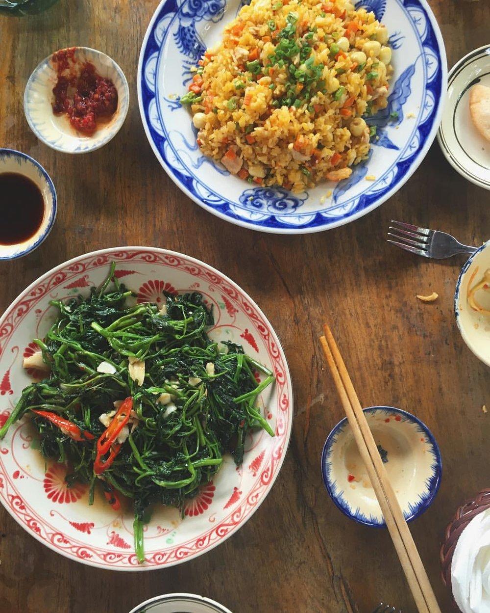 Deliciosos platos típicos de la zona de Hoi An en el restaurante Orivy.