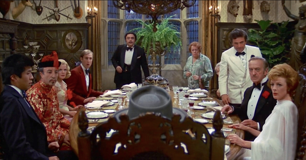 Escena de la película: Un Cadáver a los Postres.