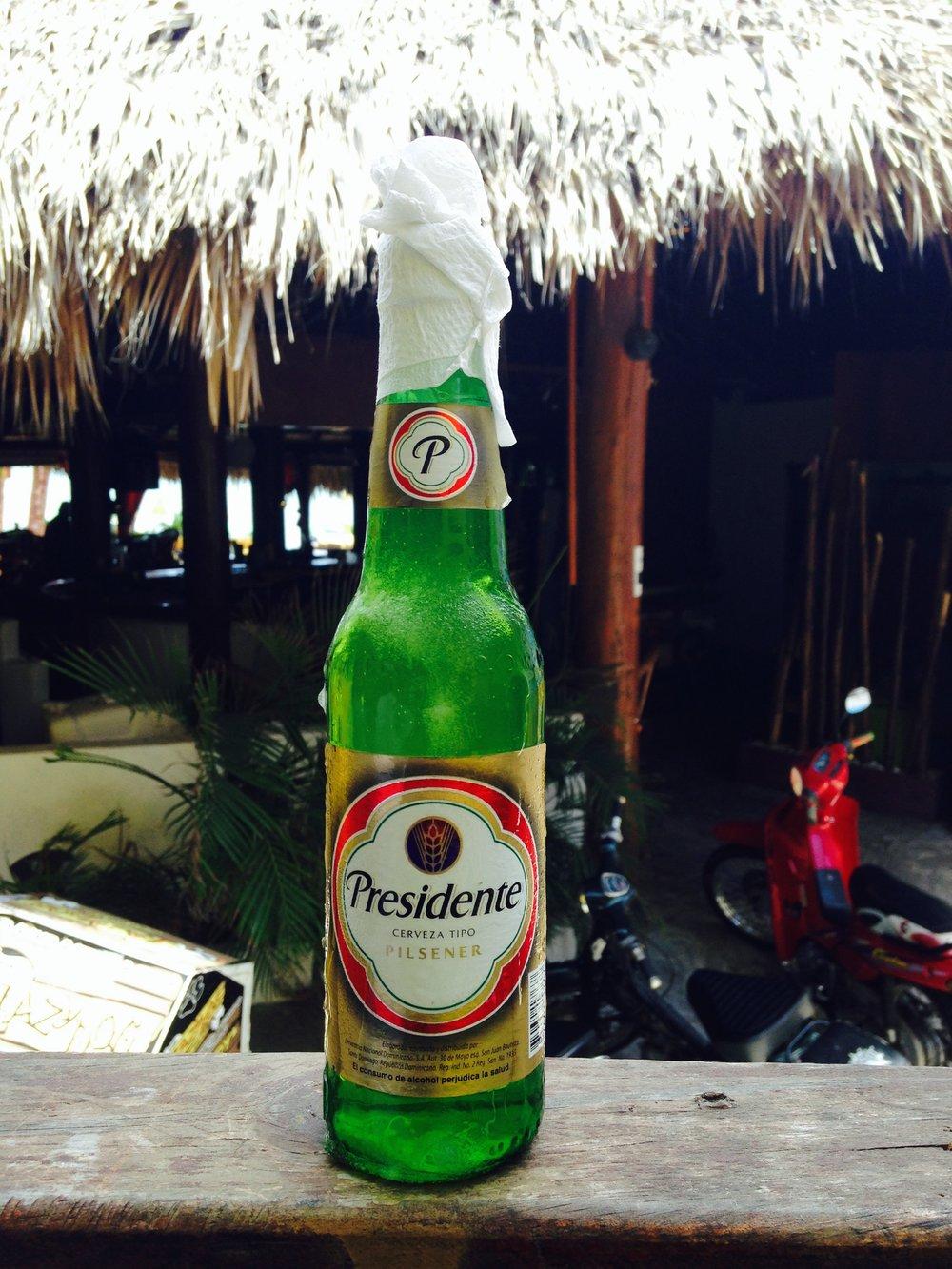 Cerveza Presidente, Vestida de Novia. Así le llaman cuando está escarchada y fresca como ella sola. Cabarete, República Dominicana.