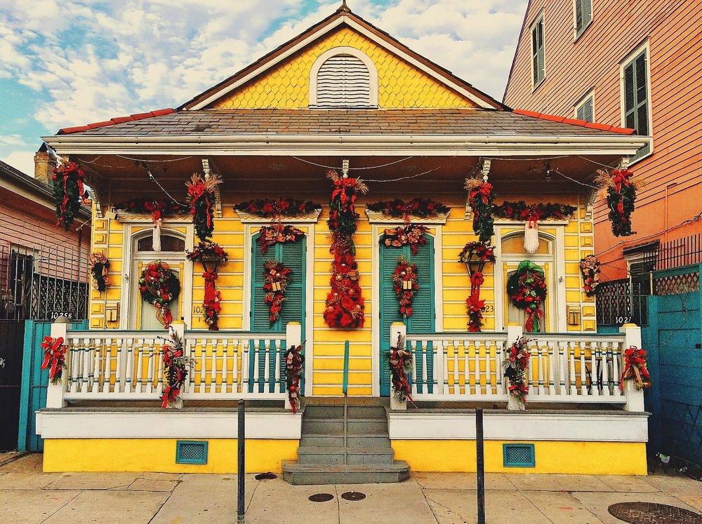Los vivos colores y la estética de las casas de Nueva Orleans nos dejaron maravillados. Nos hemos copiado de su decoración alguna Navidad... ¡Pero no se lo digáis a nadie!