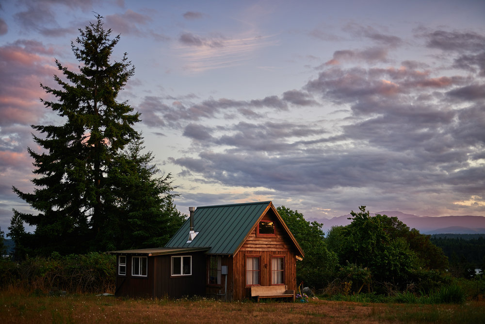 bungalow cabin at sunset at plum nelli