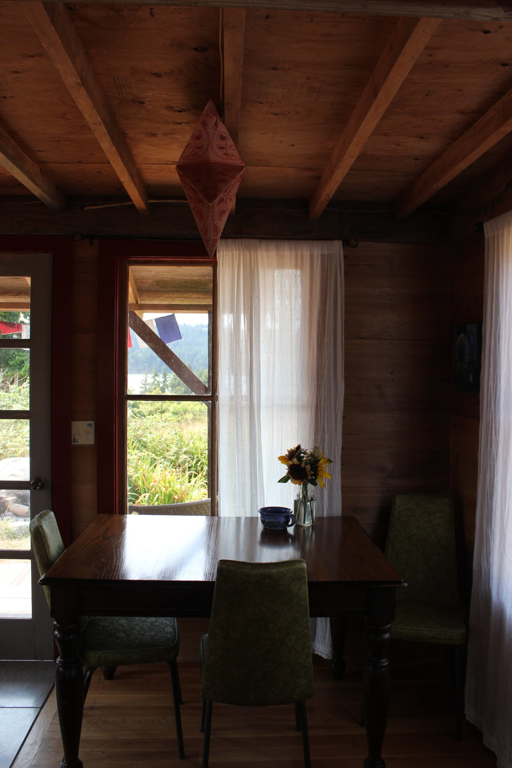 dining table at rustic cabin plum nelli.JPG