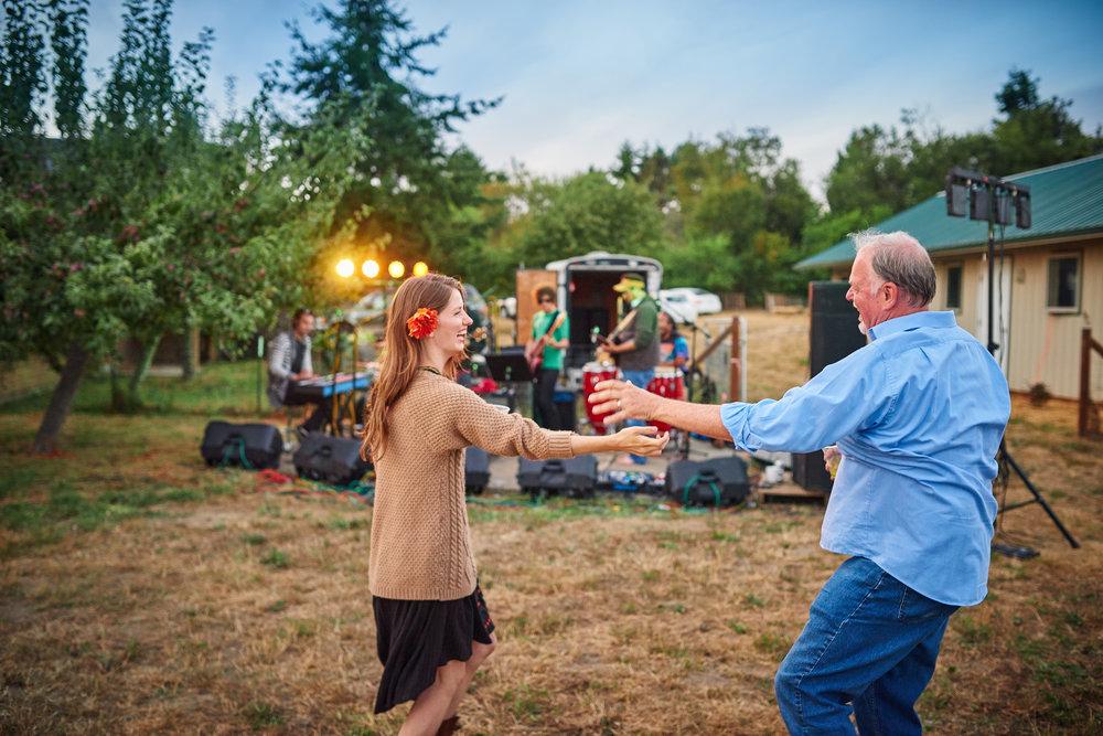 plum nelli outdoor wedding concert dancing in washington.jpg