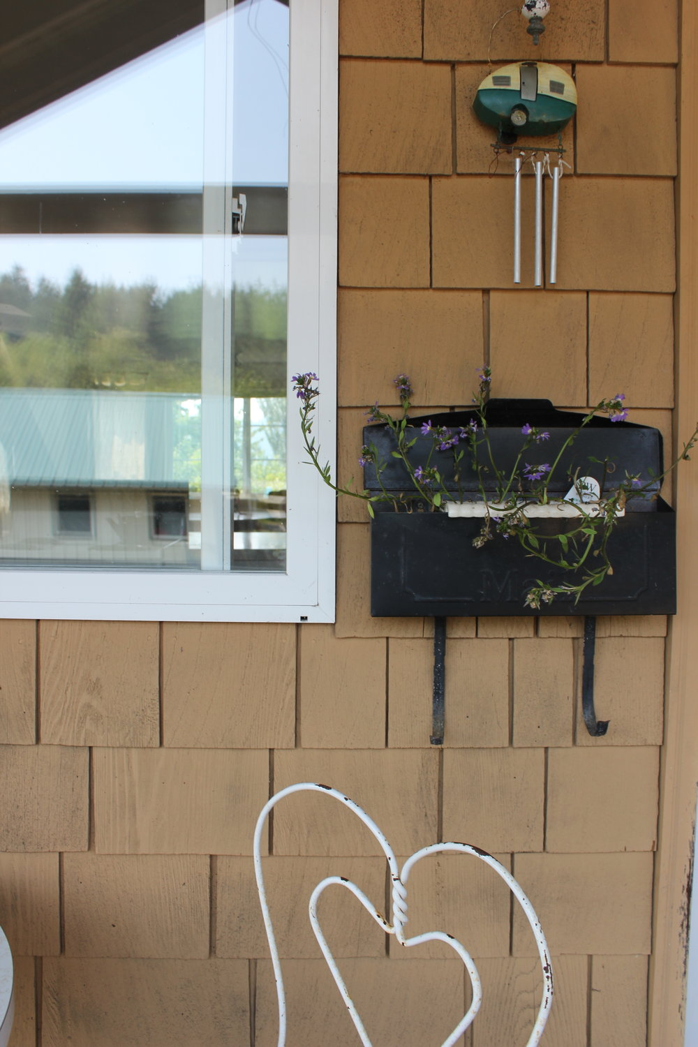 windchime plants and heart details at plum nelli apartment porch.JPG