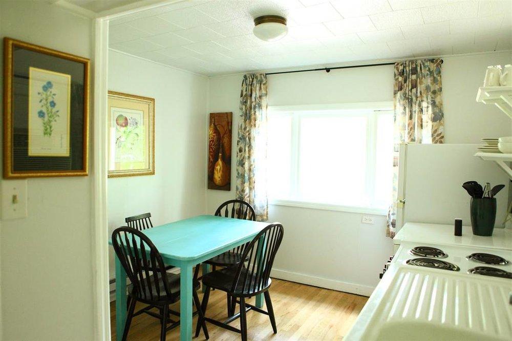 cabin-1-kitchen.JPG.1024x0.JPG
