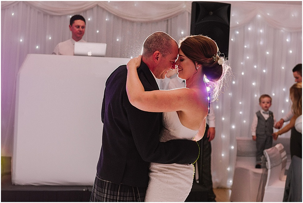 mareikemurray_wedding_photography_linlithgow_burgh_halls_076.jpg