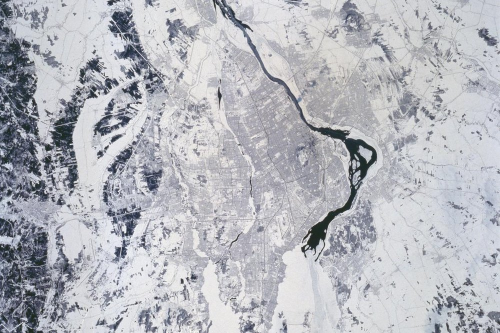 Montreal is located nowhere near the ocean, yet it's a large inland port, Canada's second-largest city and the after Paris, the second-biggest French-language city in the world. Near the middle is the highly-visible Montréal–Pierre Elliott Trudeau International Airport and Mount Royal Park, located in the downtown core of the historic city. 📸:  NASA