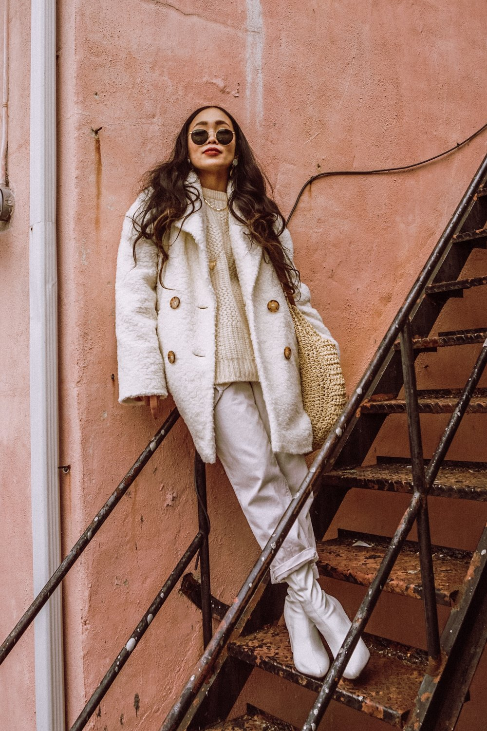 Easy Going MONDAY - Let's just take it easy, it's only Monday - I want to dress crisp, but as cozy as I can be at the same time on Mondays. White monochromatic looks are my favorite styling at the moment, this styling puts in such a chic mood, yet so cozy with loose and baggy items.